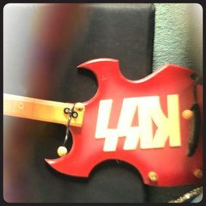Kiss Guitar rack
